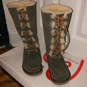 Perfect Condition Uggs W Size 7 never worn